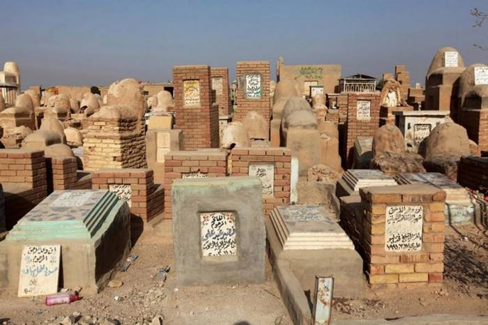 Wadi al-Salam Iraqi cemetery - the largest in the world