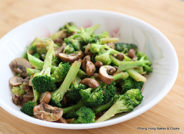 Simple Stir Fried Broccoli with Button Mushrooms