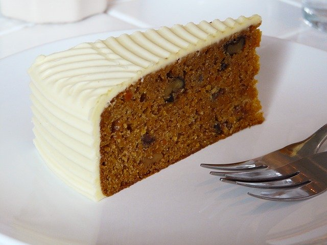 carrot cake with cheese frosting