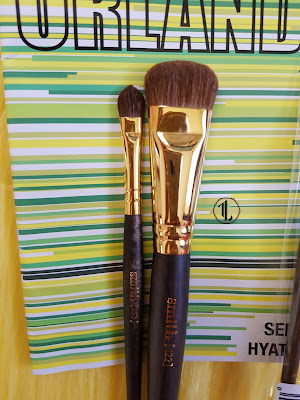 Smith Cosmetics '253 Arrowhead Laydown Eyeshadow Small' and '122 Highlighter' brushes - www.modenmakeup.com