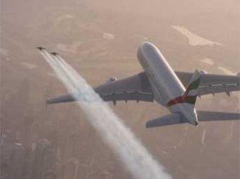 Двое экстремалов пролетели на реактивных ранцах над крупнейшим городом в ОАЭ Дубай