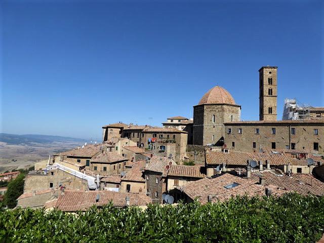 veduta del centro storico di Volterra