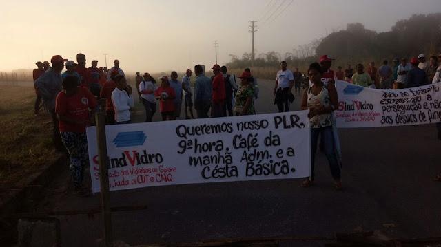 Protesto na Vivix, entrada da fabrica bloqueada