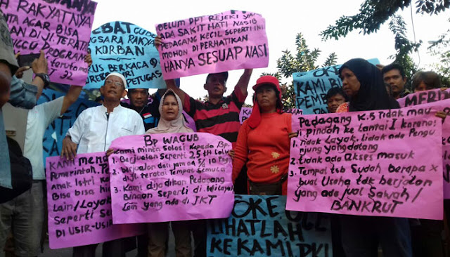 Bongkar Lapak PKL, Camat Duren Sawit Diadukan ke Sandi