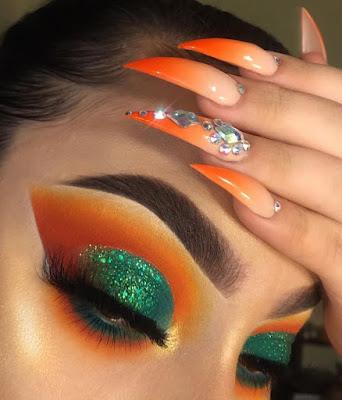 Maquillaje verde y naranja