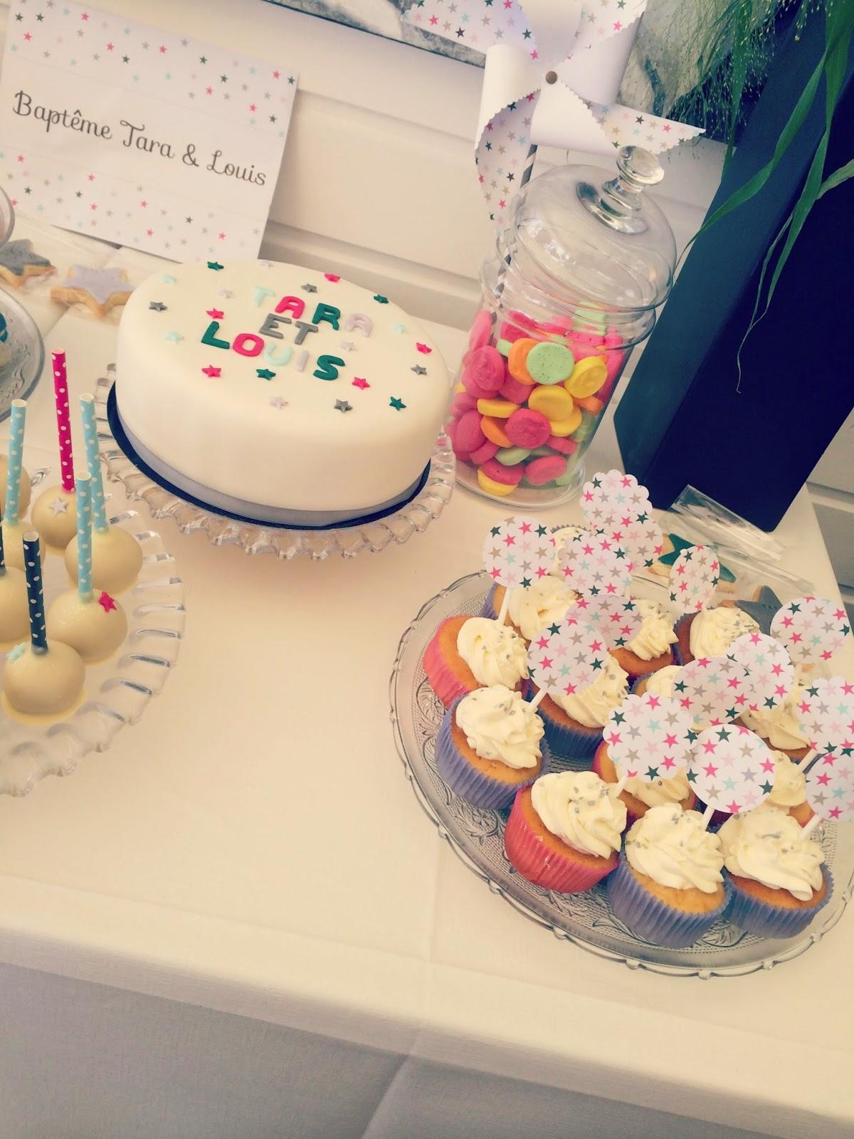 gateau decore etoile et cupcake