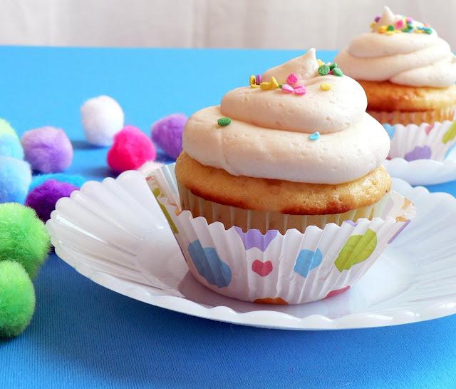 Classic Vanilla Buttercream Icing recipe, icing for cupcakes, vanilla icing recipe