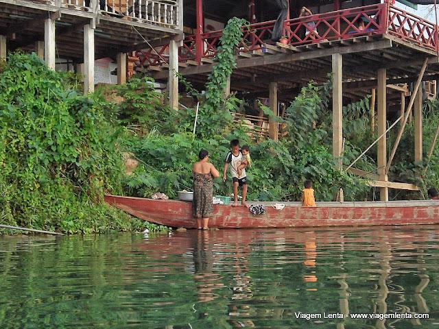Lavagens de roupas e pessoas, tudo no rio
