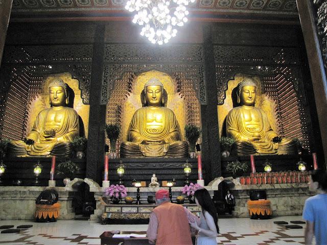 buddha statues main temple fo guang shan kaohsiung taiwan
