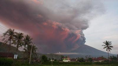 Gunung Agung di Bali Meletus Lagi