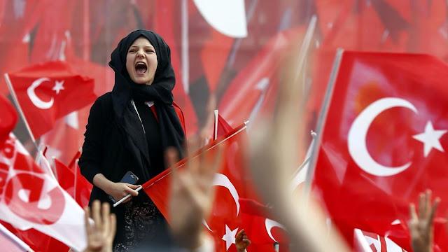 """Ερντογάν: """"Κόβει"""" τα αγγλικά από ονόματα εταιρειών, πινακίδες και... τηλεόραση"""