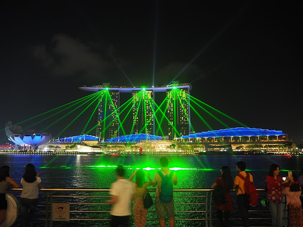 Singapore Diaries | Light Shows (With a Video)