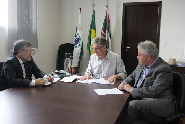Convênios de R$ 1,6 milhão com o governo do Estado garantem melhorias em estradas rurais de Campo Mourão