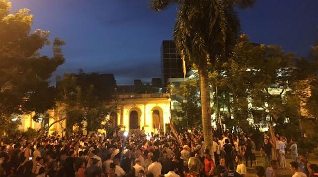 Pueblo paraguayo sigue en las calles contra reelección presidencial