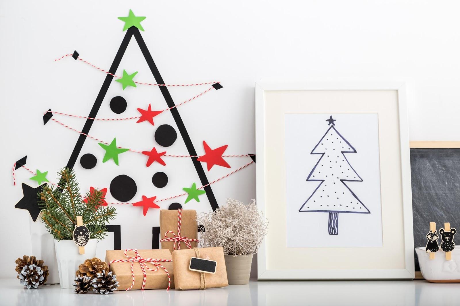 Manualidades navideñas fáciles y rápidas: árbol de navidad con cinta decorada