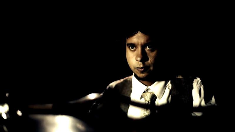 Aldo López-Gavilán - ¨El vuelo del moscardón¨ - Videoclip - Dirección: Raupa - Mola - Nelson Ponce. Portal Del Vídeo Clip Cubano - 02