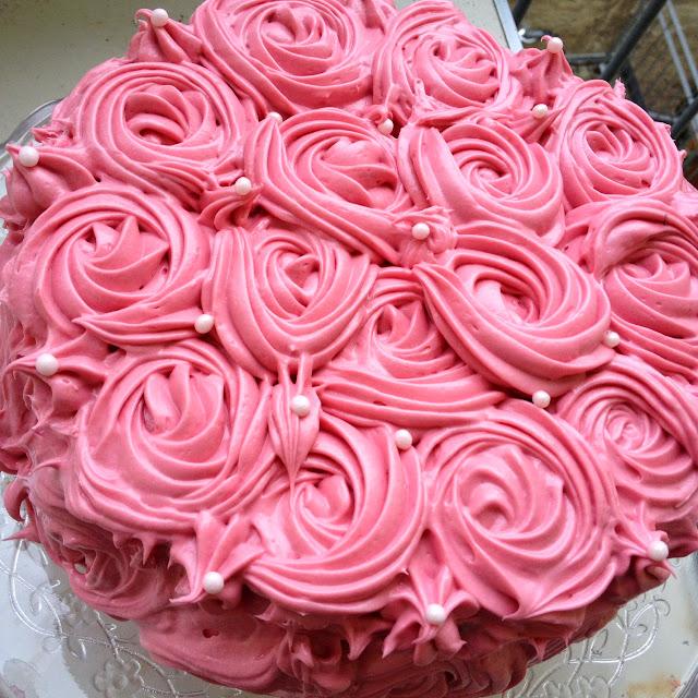 ein st ck heile welt rosa rosen schachbrett torte zum valentinstag oder muttertag. Black Bedroom Furniture Sets. Home Design Ideas