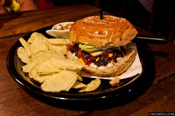 Mama Chit's Marikina, Burger, Chips, Dip