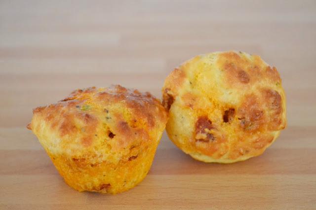 http://les-reveries-d-isisya.blogspot.com/2015/02/muffins-chorizoparmesan.html