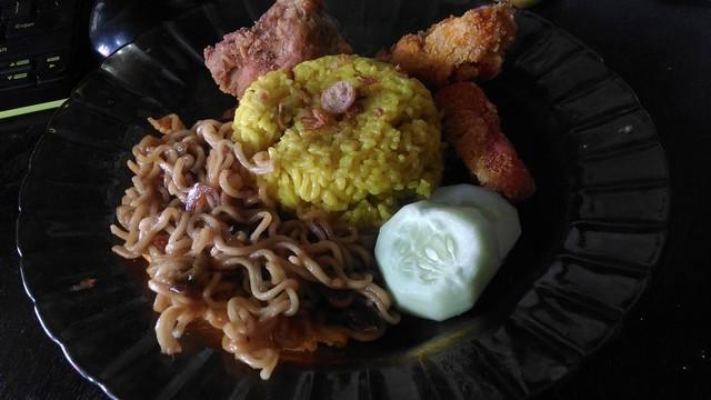 Kuliner Nusantara Indonesia – Nikmatnya Nasi Kuning