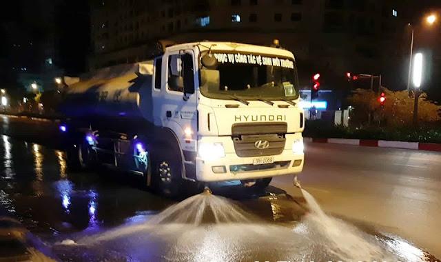 Chi hơn trăm tỷ đồng rửa đường Hà Nội: Cộng đồng mạng lại 'sôi sục'