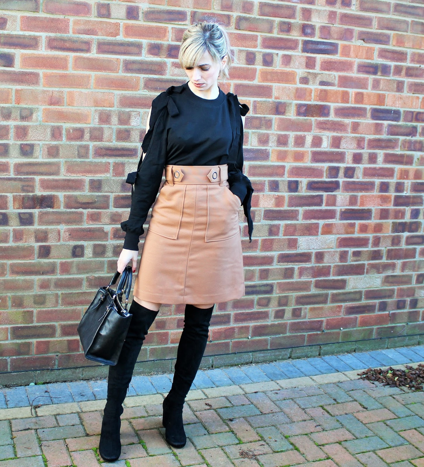 OOTD feautring Shein top, H&M skirt and Zara OTK boots 4