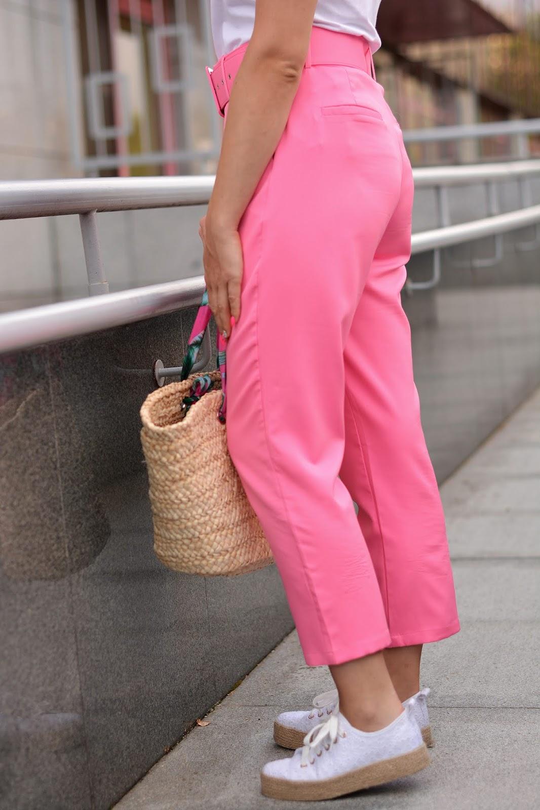 różowe materiałowe spodnie