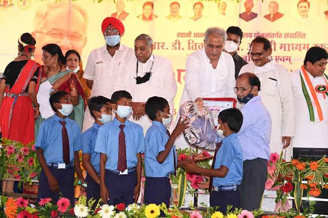 angreji-madhyam-ki-tarj-par-har-jile-me-khulenge-swami-aatmanand-hindi-madhyam-shaskiya-school