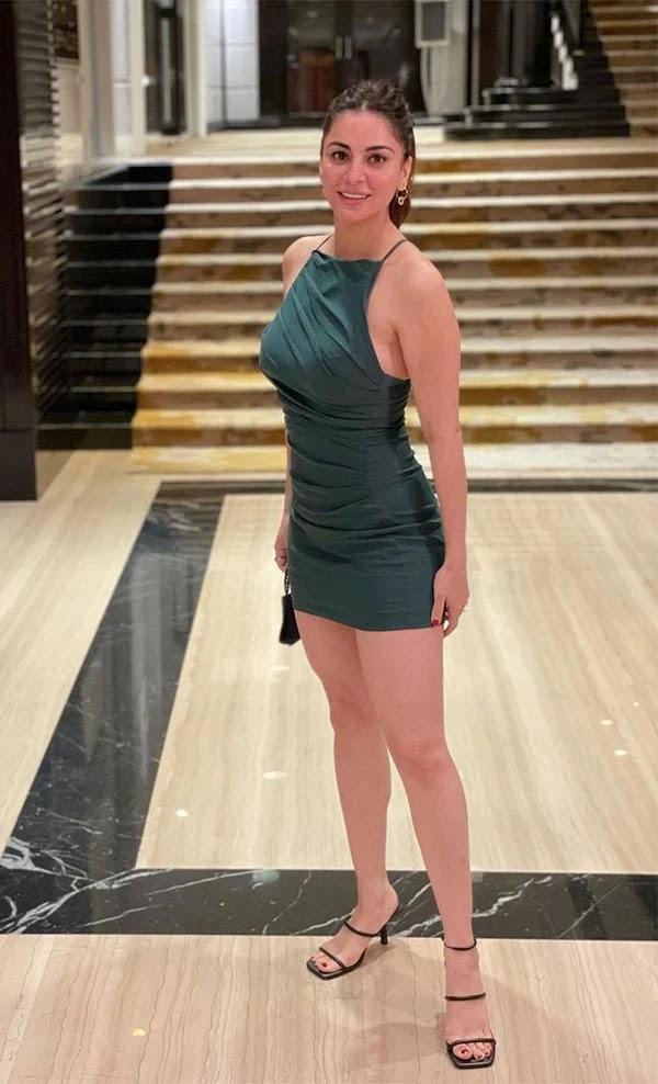 शॉर्ट टाइट ड्रेस में कुंडली भाग्य एक्ट्रेस श्रद्धा आर्या