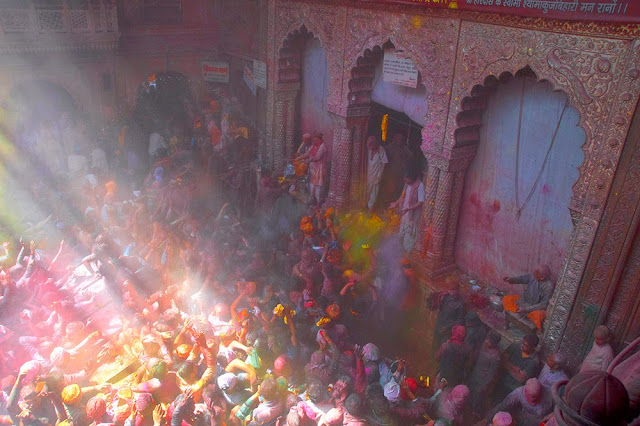 holi at banke bihari temple vrindavan