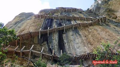 Pasarelas de Montfalcó al Congost de Mont-rebei