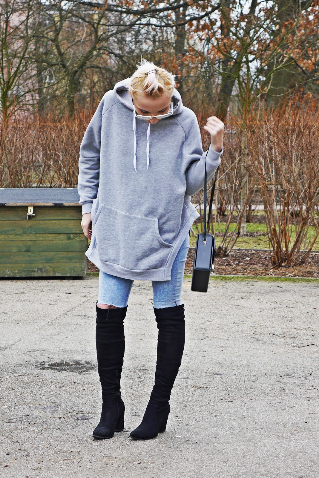gray_hoodies_blue_jeans_black_boots_high_knee_look_karyn_020317e