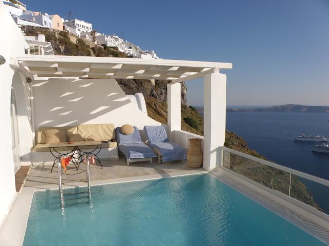 Agali Houses, Firostefani, Santorin: Terrasse mit Ausblick auf die Caldera und Pool