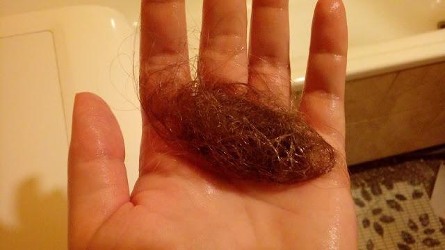 Ile włosów wypada przy myciu.