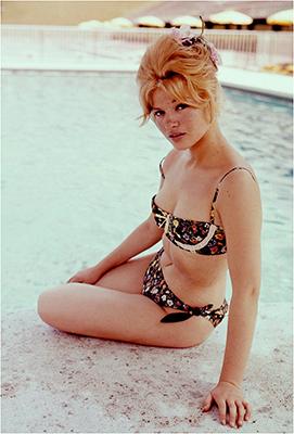 http://elbagdad.blogspot.fr/2015/12/cristina-gaioni-by-angelo-frontoni-1960s.html