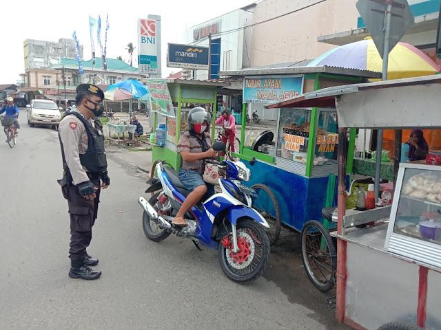 Laksanakan Patroli, Personel Satsabhara Polres Barsel Sambangi Masyarakat di Pasar
