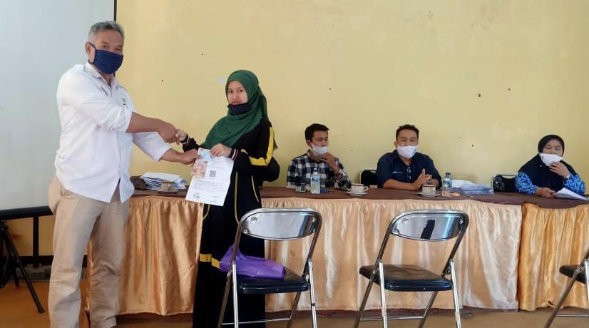 Ratusan Warga Gadog Terima  BLT Dana Desa Tahap II, Kades: Semoga Bermanfaat