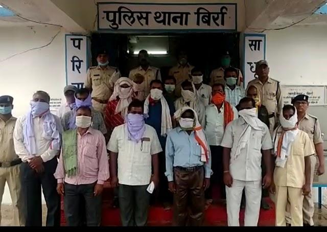 """कुरीति : """"अंतरजातीय विवाह"""" करने पर समाज ने किया """"बहिष्कृत"""" कुर्मी समाज के 17 लोग """"गिरफ्तार""""....इन धाराओं के तहत हो रही कार्यवाही।"""