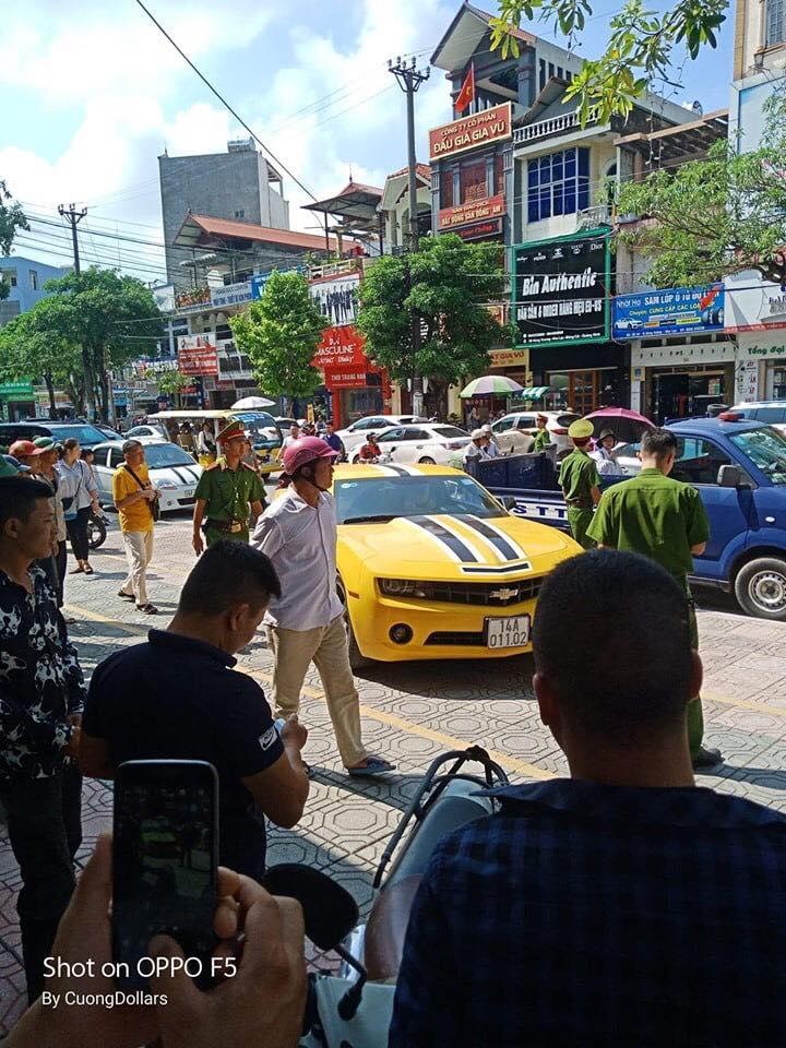 CSGT cầm súng truy đuổi xe mang biển Quảng Ninh Chovolet Camaro 14A.01102.