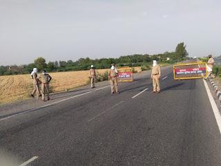 जालौन पुलिस द्वारा कोविद-19 के संक्रमण से बचाव व रोकथाम हेतु  बैरियरों पर की जा रही है सघन चेकिंग   Jalaun Police is conducting intensive checking on barriers to prevent and prevent infection of covid-19           संवाददाता, Journalist Anil Prabhakar.                 www.upviral24.in