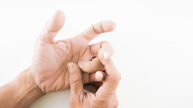 Ujjait törték az orvosnak a cigányok