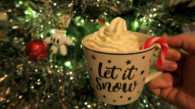 Danielle Levy, festive hot chocolate, hot chocolate, food blogger, wirral blogger, liverpool blogger,