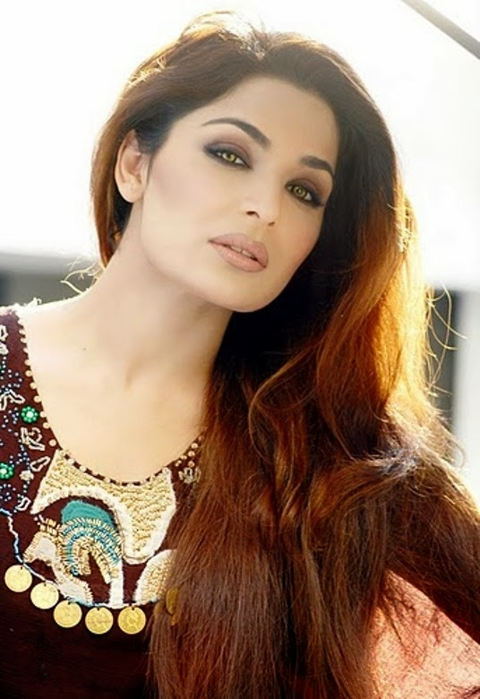 Meera Is A Pakistani Actress She Is Willing To Make A Hospital Recantly She Met With Governor Punjab After That This Scandl Came On Social Media Latter On