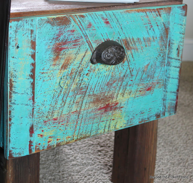 paint technique, old drawer, end table, repurposed, beyond the picket fence,http://bec4-beyondthepicketfence.blogspot.com/2013/09/drawer-side-table.html