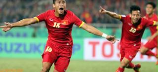 Vietnam two soccer player