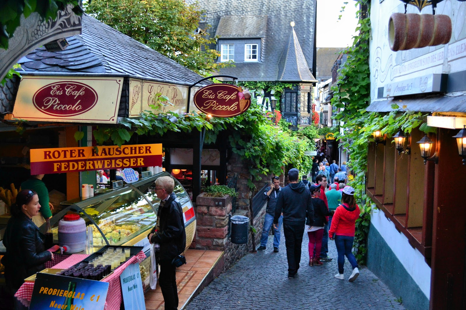 Willkommen to Rüdesheim, one of many storybook villages along the legendary Rhine River in Germany. All photography, unless noted, is the property of EuroTravelogue™. Unauthorized use is prohibited.