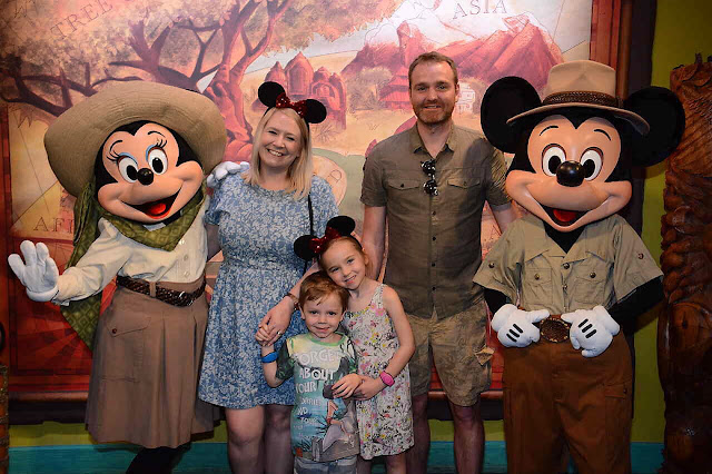 Mickey and Minnie Character Meet And Great Animal Kingdom