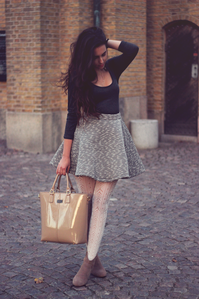 how to wear white tights outfit