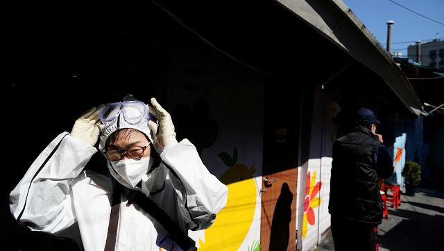 Se infectan con coronavirus 46 fieles de una iglesia tras compartir el mismo aerosol bucal
