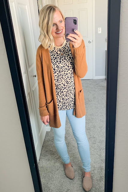 Leopard cardigan with light wash denim #leopardcardigan #lightwashdenim